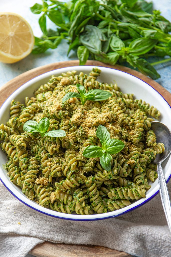 vegan pesto recipe with kale and sunflower seeds