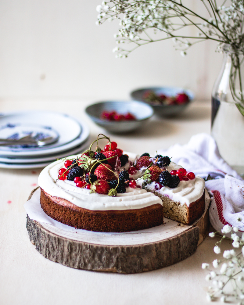 This cheesecake with fresh summer fruit is gluten free and based on chickpea flour. Poor ingredients for rich and nutrient dish.