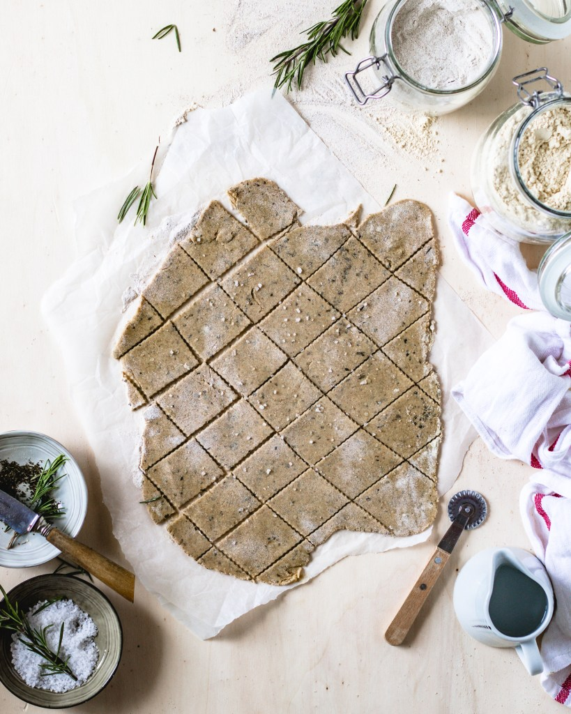 Chickpea & Buckwheat crackers - Healthy goodies by Lucia