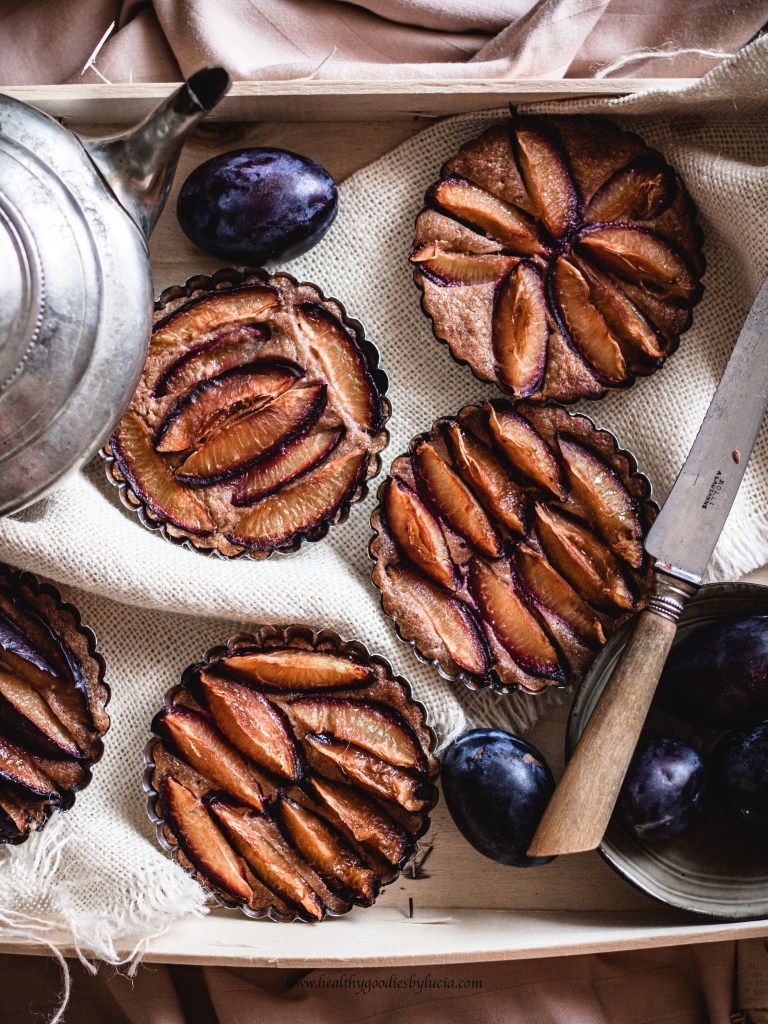 Cup Cake with plums | Healthy Goodies by Lucia