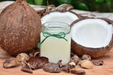 24 Coconut Oil Benefits That Help You Look Great