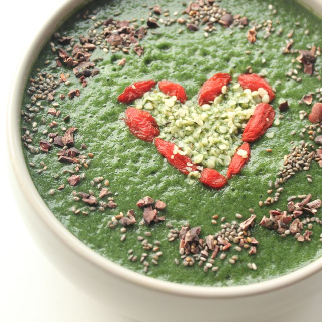 Green Smoothie Bowl - www.healthyhappysteffi.com