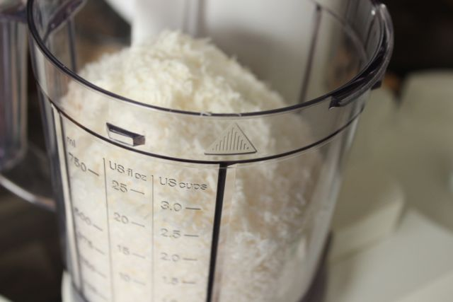Homemade coconut butter made from desiccated coconut - healthy, vegan and gluten free - www.healthyhappysteffi.com