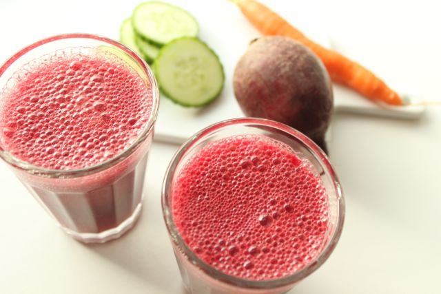 Beetroot-Smoothie with cucumber, carrot, apple and ginger - www.healthyhappysteffi.com