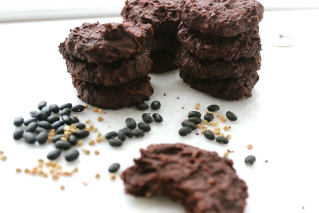 Black Bean Cookies - vegan, glutenfree and sugarfree - www.healthyhappysteffi.com