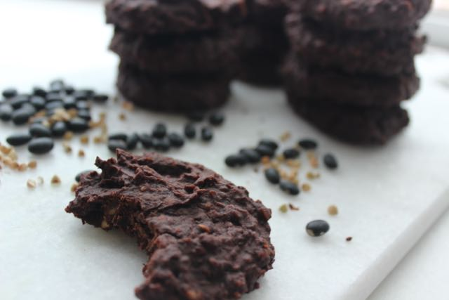 Black Beans Cookies - vegan, glutenfree and sugarfree - www.healthyhappysteffi.com