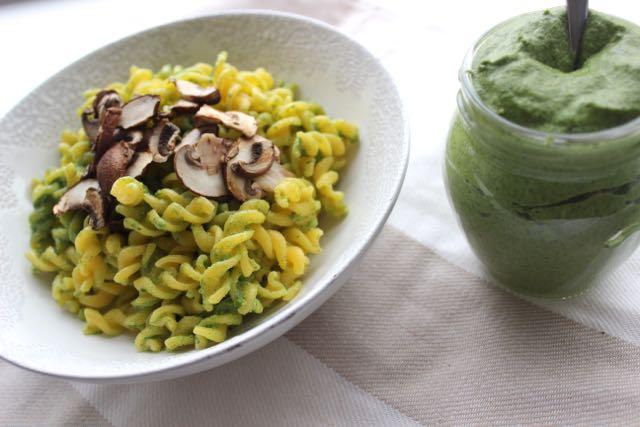 vegan lambs lettuce pesto - www.healthyhappysteffi.com