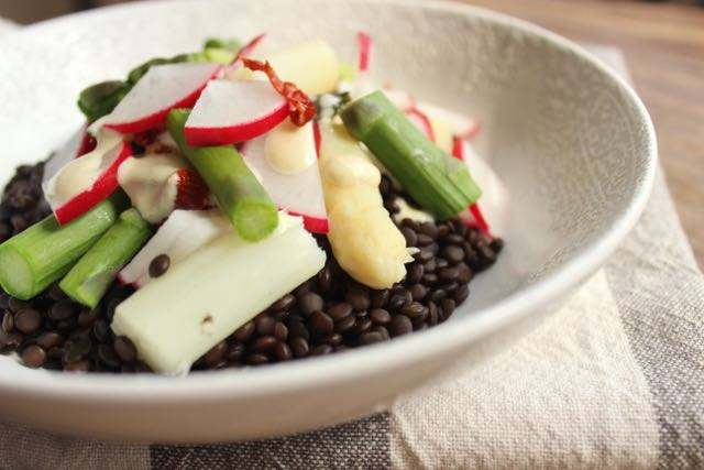 Belugalinsen-Spargel-Salat - www.healthyhappysteffi.com