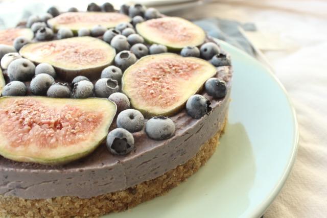 Heidelbeer-Feigen-Torte - vegan, glutenfrei, zuckerfrei, rohköstlich - www.healthyhappysteffi.com