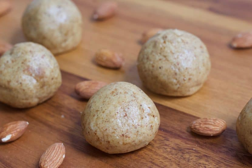2 Ingredient Banana Bread Bites   Healthy Helper These 2 Ingredient Banana Bread Bites are incredibly easy to make for healthy, sweet snacks on the go! Vegan, gluten-free, & grain-free, these bites taste just like a fresh loaf of banana bread without any baking required.
