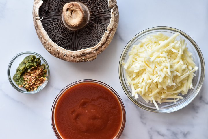 ingredients for portobello mushroom pizzas