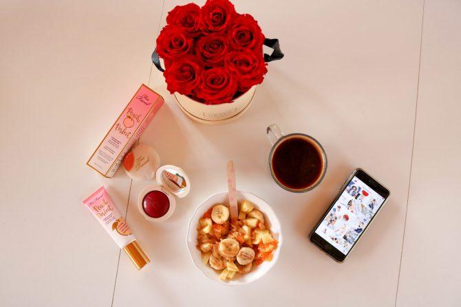 whole-30-petit-déjeuner-morning-breakfast-fleur-flower-grace-flower-banane-salade-fruit