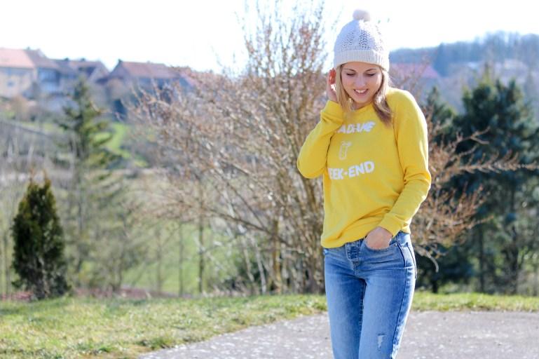 pièce-jaune-jaune-vêtement-jaune-robe-jaune-porter-du-jaune-la-couleur-jaune-mode--2