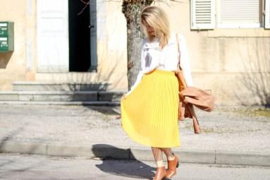 pièce-jaune-jaune-vêtement-jaune-robe-jaune-porter-du-jaune-la-couleur-jaune-mode--6