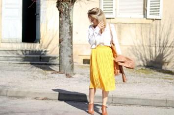 pièce-jaune-jaune-vêtement-jaune-robe-jaune-porter-du-jaune-la-couleur-jaune-mode--8