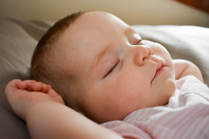 Surviving Night Feedings with your Newborn