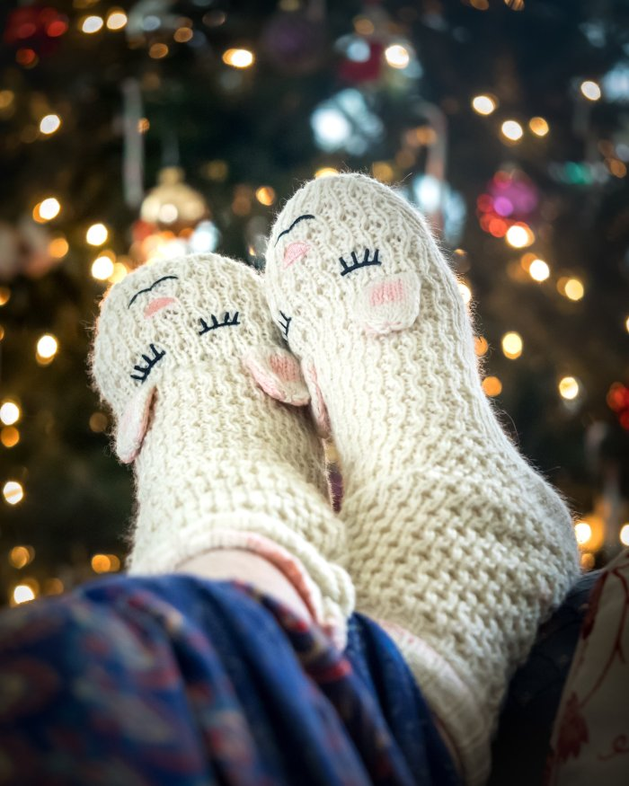Do you have a holiday due date? Get 14 great tips for surviving the holidays with a newborn!