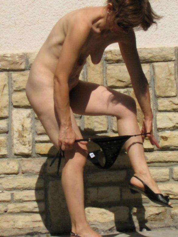 21-doris-topless