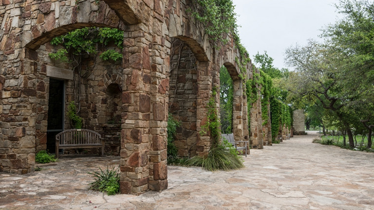 Scene_from_the_Lady_Bird_Johnson_Wildflower_Center,_part_of_the_University_of_Texas_at_Austin_but_located_10_miles_south_of_the_Texas_capital_LCCN2014632151