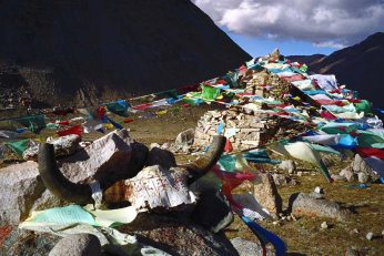 Mt Kailash: Prayer flags and skulls