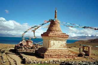 Mt Kailash: Gompa 1, prayer flags and monument