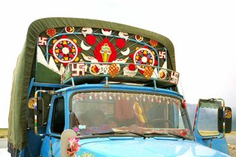 Mt Kailash: Truck with religious symbols