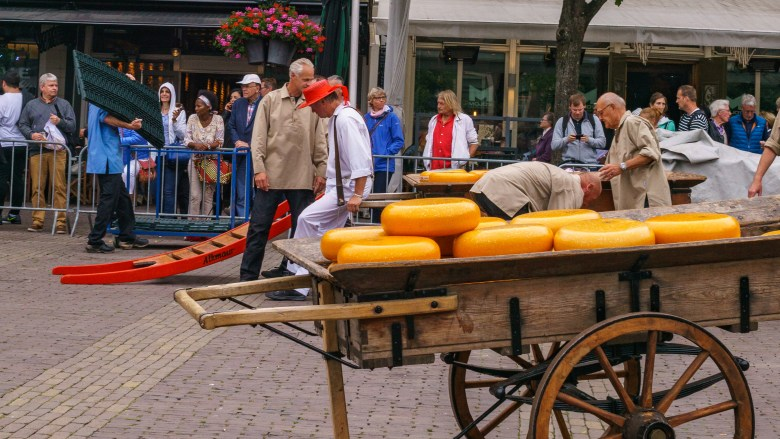 Things to do in Alkmaar _ Best cheese markets to visit in The Netherlands _ Visiting The Dutch Countryside travel blog about The Netherlands.jpg