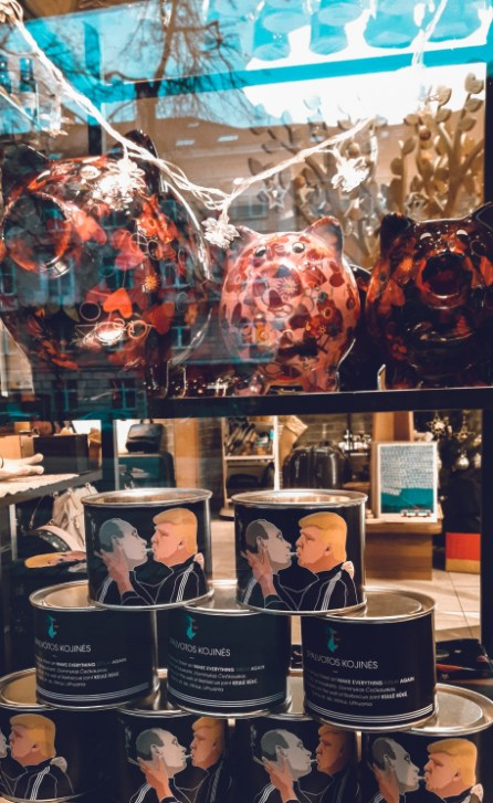 Donald Trump & Putin Graffiti Souvenirs