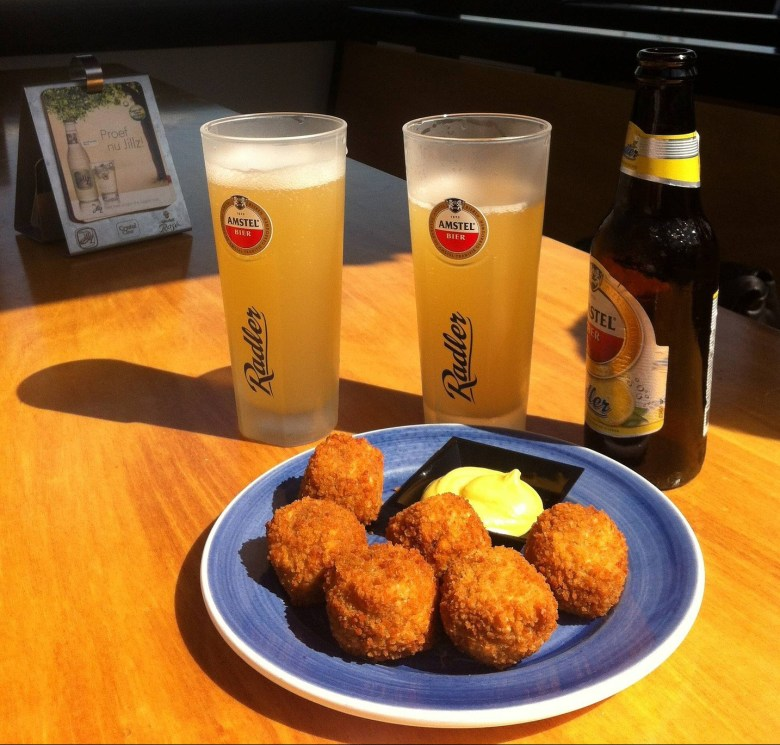 Beer with bitterballen