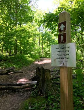 Sign re-routing hikers onto an alternate path.