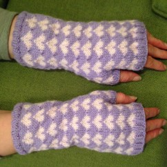 Cosy Heart Mitts