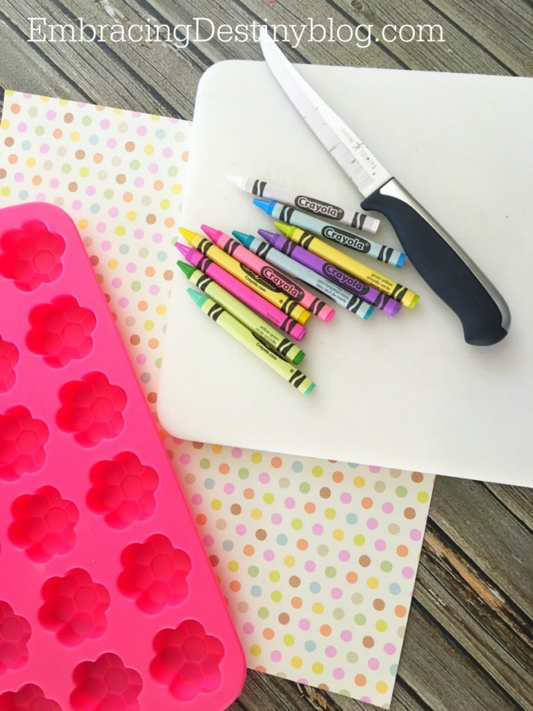 homemade crayons | recycled crayons | DIY flower crayons for kids
