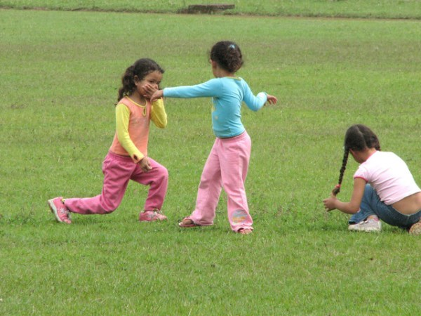 kids-at-play-1431773-640x480
