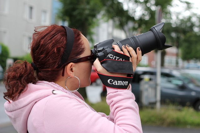 When photography drives you, sharing your love of photography with your child is very easy. Here are some tips to awaken the inner photographer in your child.