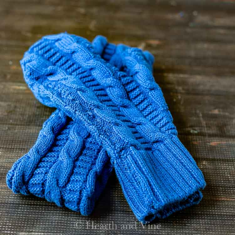 Sewing tutorial: Mittens and headband from an old sweater