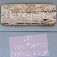 Making A Hand Painted Driftwood Sign