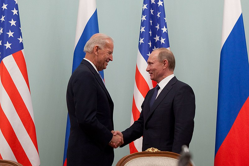 Biden Offers Putin US-Russian Summit Meeting 'in Third Country' in Phone Call over Ukraine War Escalation