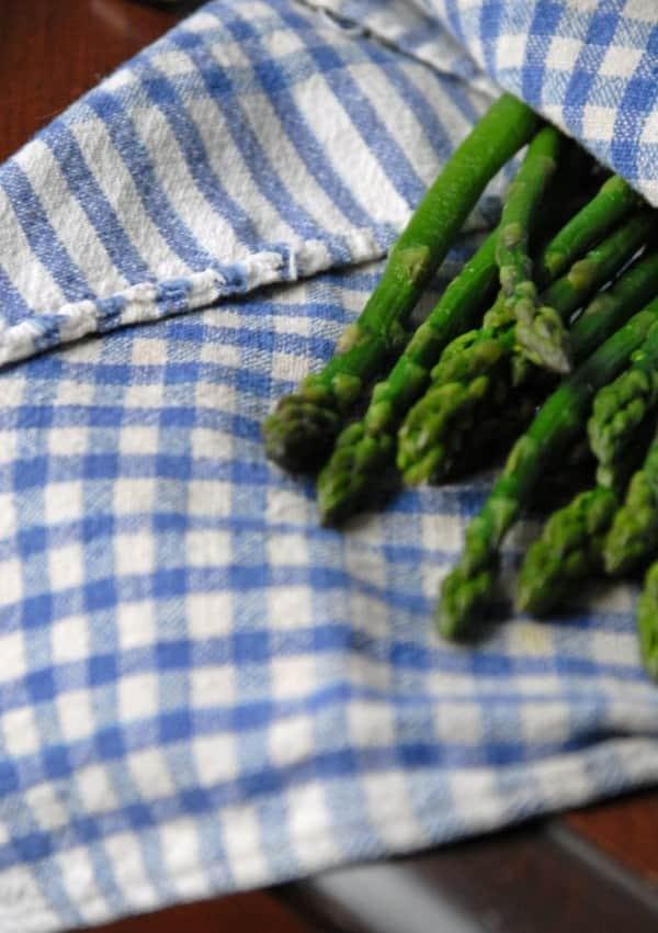 Cheesy Asparagus and Spinach Dip {Vegan}