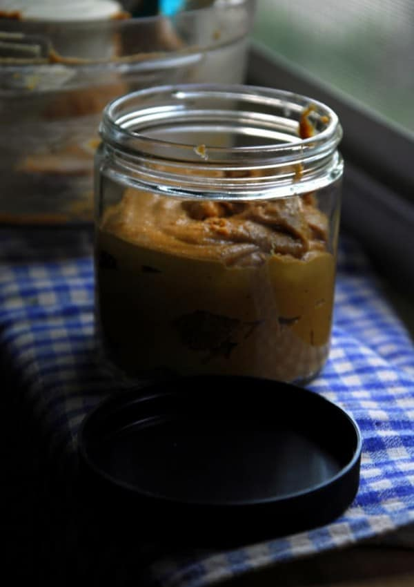 Kitchen DIY: No Oil Added Homemade Peanut Butter