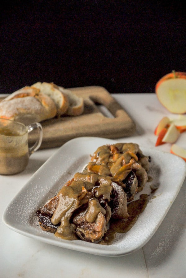 Caramel Apple Stuffed French Toast//heartofabaker.com