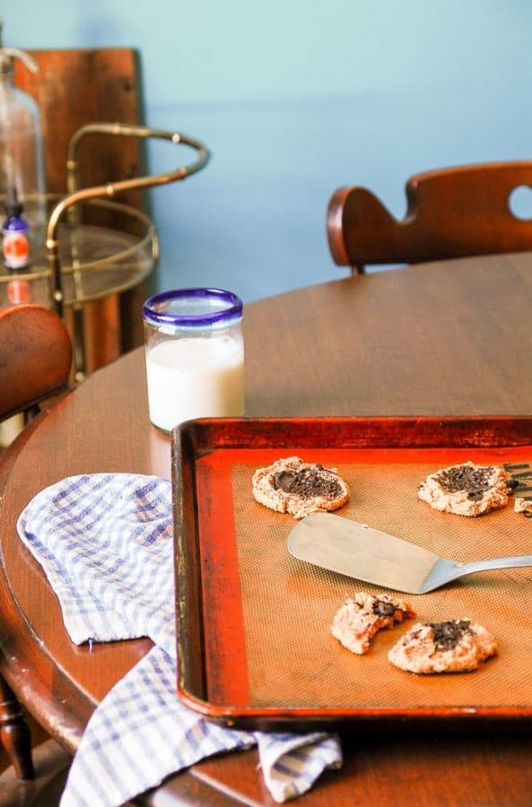 4- Ingredient Vegan Peanut Butter Chocolate Chunk Cookies--heartofabaker.com