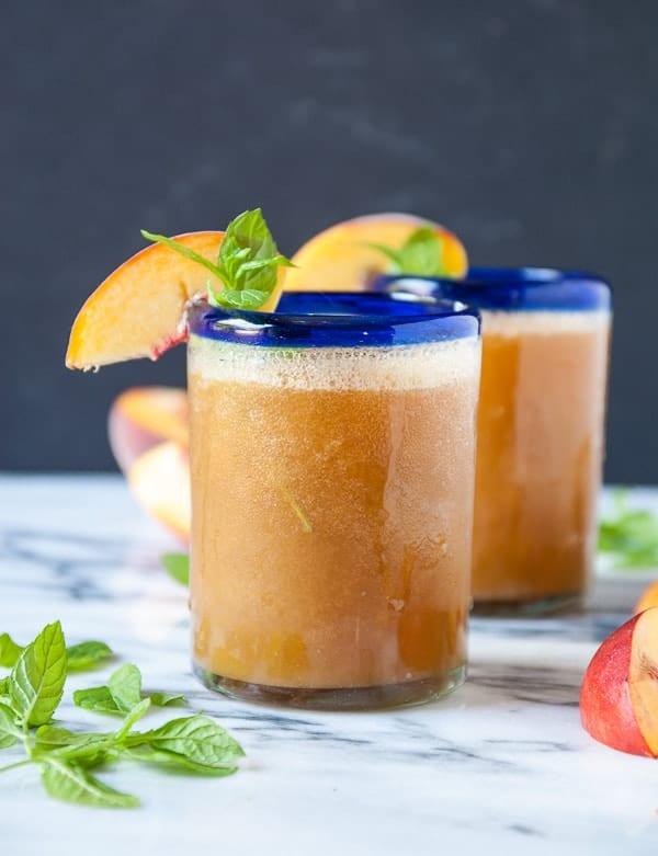 Sweet Peach and Mint Wine Slushies//heartofabaker.com