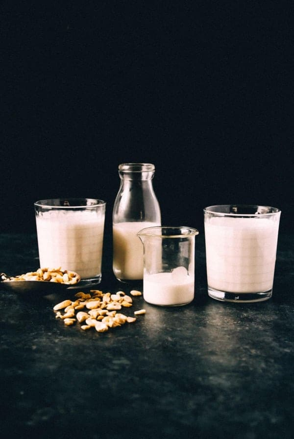 An easy and fast homemade cashew milk! Only 3 ingredients and 5 minutes is all it takes to make the best vegan homemade cashew milk.