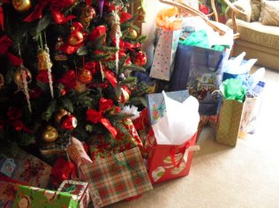 tree-and-gifts