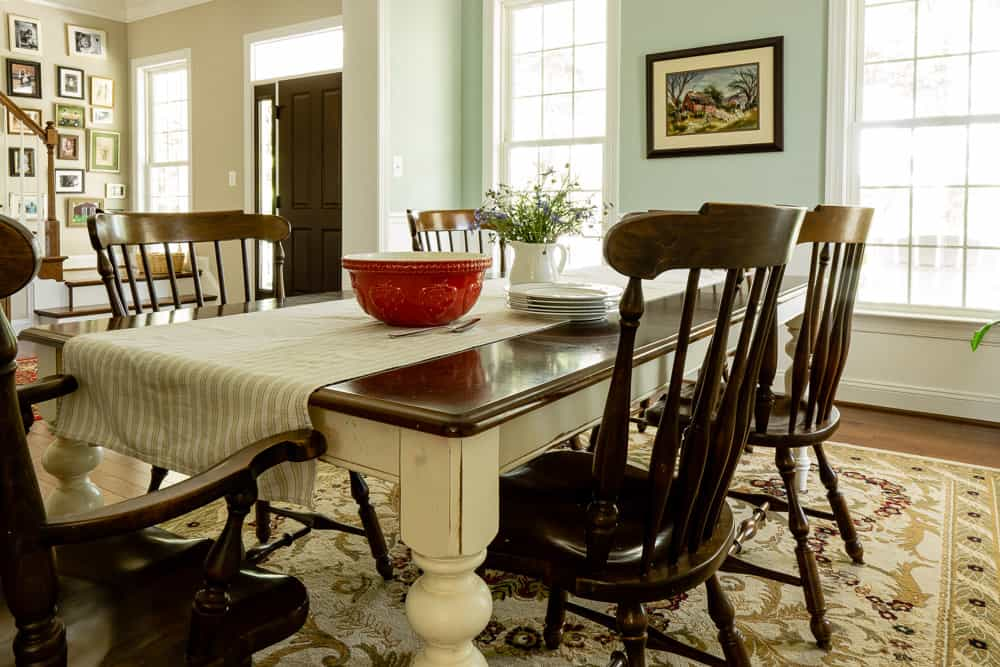 colonial dining room with Woodlawn blue walls