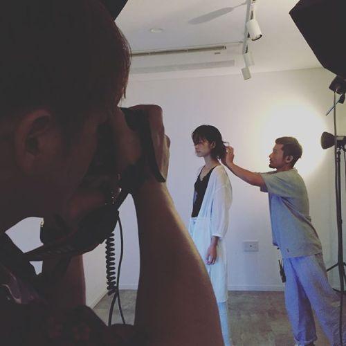 作品撮り 撮影しました。abondの看板のモデルや数々のモデルをしてくれているManaちゃん。モデルとしての慣れもでてきて、動きや表情の表現力が素晴らしい!撮影機材もプロが使っている物なので、「こうしたい」が緻密に表現できる。とても素晴らしい環境です!これから美容雑誌の撮影など多数控えている宮原の作品。楽しみです❣️ #HEARTY#作品撮り#撮影#hair宮原#makeAKIKO#camera大谷 @hearty_miyahara @akikokiakikoki