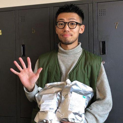 (あと5日!!!) こんにちは!アシスタントの伊藤です。毎年恒例の業務用シャンプーの予約の締め切りがせまってきました!11月末までなのであと5日間です🏻電話予約でも受け付けしております!どれが1番お客様の髪質にあうかどうかは私達が責任をもって選ばさせていただきます!!ぜひ2018年を素晴らしい髪質ですごすのはどうでしょうか