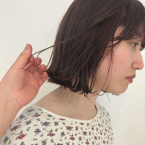 担当シオリ @shiori_tomii インスタから来てくれたお客様♡初カラーをまかせてくれました!うれしすぎます♡画像では伝わらないですが絶妙なボルドーcolorもみあげには隠れpinkがちらり!#hearty#shiori_hair #高崎美容室