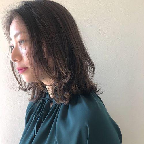 担当シオリ @shiori_tomii バッサリとレイヤーたっぷりのミディヘア🧚♀️春っぽくかるめに#hearty#shiori_hair #ミディアムヘア #高崎美容室
