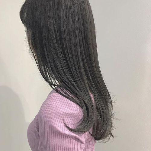 担当シオリ @shiori_tomii ブリーチなしのグレージュcolor🧚♀️トリートメントもして艶髪です♡HEARTYのトリートメントは髪の内部と外部両方に働きかけて修復し、カラーの退色を防いでくれるのでカラーと一緒にしてあげると効果絶大ですぜひお試しください!#hearty#shiori_hair #グレージュ#高崎美容室